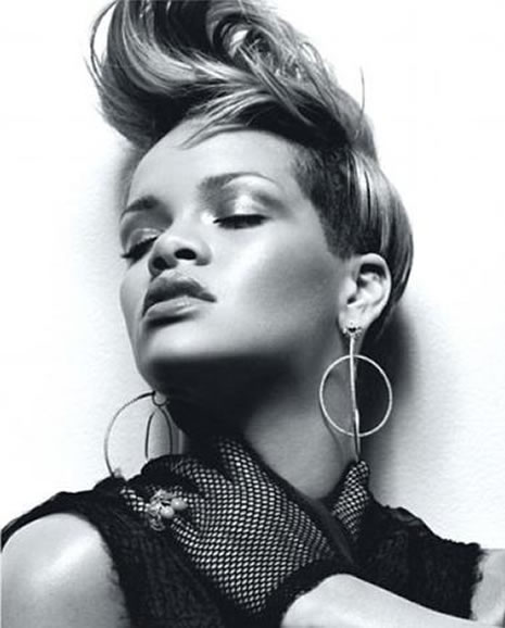 Ünlü popçu Rihanna soyundu galerisi resim 6