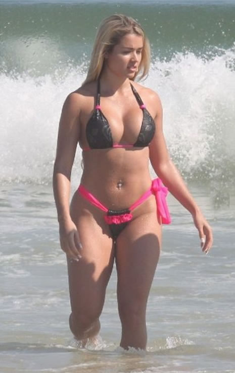 devushki-s-pishnimi-formami-v-bikini-foto