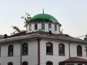 Akçakoca Çuhallı Camisinin çatısı onarılıyor