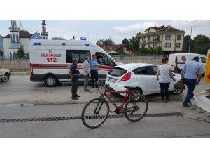 Bisiklet ile otomobil çarpıştı, 1 kişi yaralandı