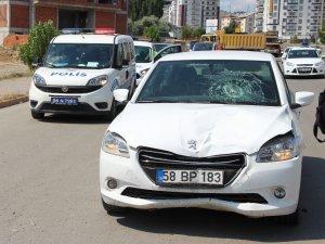 Otomobil çarptığı işçi ağır yaralandı