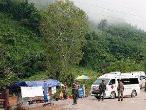 Tayland'da 3 çocuk daha mağaradan çıkarıldı