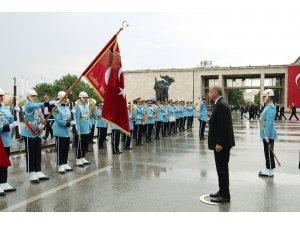 Cumhurbaşkanı Recep Tayyip Erdoğan, TBMM'den ayrılarak Anıtkabir'e doğru yola çıktı.