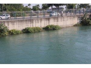 Adana'da serinlemek için sulama kanalına giren bir kişi kayboldu