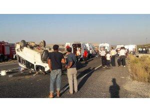 Şanlıurfa'da tarım işçilerini taşıyan minibüs devrildi, yaralılar var