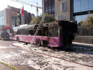 Üsküdar'da servisten çıkan belediye otobüsü alevlere teslim oldu