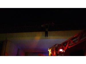 Polis ekipleri intihar etmen isteyen kişiyi böyle yakaladı