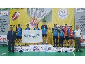 Badminton Türkiye Şampiyonası'na Erzincanlı sporcular damgasını vurdu
