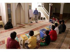 Van'da camiler çocuklarla şenlendi