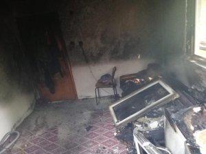 Elektrik kontağından çıkan yangın korkuttu