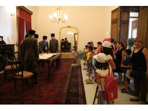 Bayraklı'da minikler Atatürk Müzesini gezdi