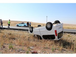 Şarampole yuvarlanan araçtan yaralanmadan çıktılar