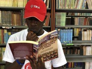 Nairobi Lisesi Kütüphanesi TİKA'nın katkılarıyla yenilendi