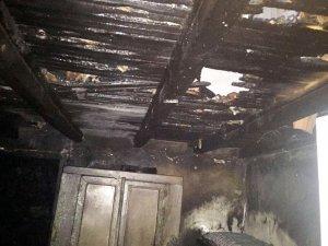 Dokuzçam'da ev yangını