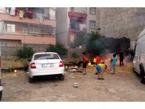 Siirt'te çocukların müdahalesi aracı yanmaktan kurtardı