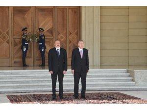 Azerbaycan Cumhurbaşkanı Aliyev, Cumhurbaşkanı Erdoğan'ı resmi törenle karşıladı