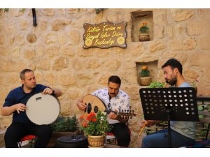 Tarihi sokaklar müzik sesleriyle şenleniyor