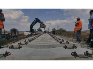 Tren kazasının yaşandığı bölgede raylar onarılıyor