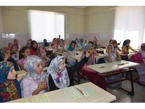 Sosyal tesislerinde Kuran-ı Kerim öğreniyorlar