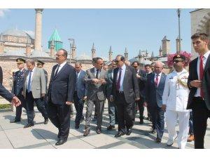 Pakistan Cumhurbaşkanı Hüseyin, Mevlana Hazretlerinin Türbesini ziyaret etti