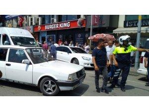 'Dur' ihtarına uymayan otomobilin sürücüsüne polisten müdahale