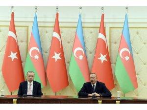 Cumhurbaşkanı Erdoğan, Azerbaycan Cumhurbaşkanı Aliyev ile bir araya geldi