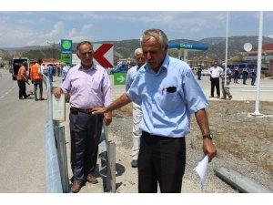 Tosya'da köylülerden yolun bariyerle  kapatılmasına tepki