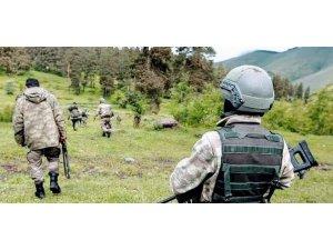 """Süper Kobraları duyan PKK'lılar telsiz ile yalvardı: """"Bizi biran evvel çıkartın"""""""