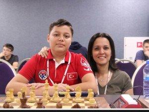 Atakan Mert Biçer satrançta Aliağa'nın gururu oldu