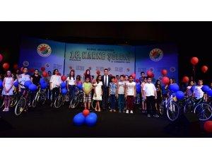 Kepez'den başarılı öğrencilere bisiklet