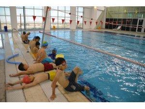 Sıcak havada yüzme kursuna yoğun ilgi