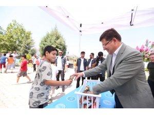 Merkezefendi'de Kur'an öğrenen çocuklara dondurma ikramı