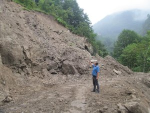 Trabzon'da heyelanlara müdahale ediliyor