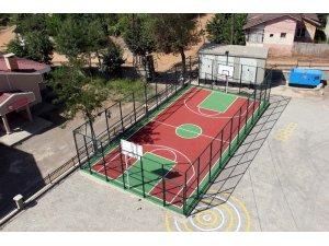 Bitlis Belediyesinden okullara basketbol sahası