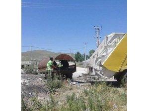 Özalp Belediyesi, günlük 12 ton çöp topluyor