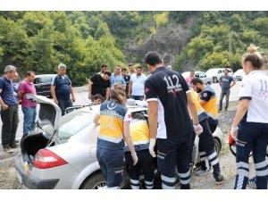 112 ekipleri yaralıyı kurtarabilmek için dakikalarca kürekle toprak kazdı