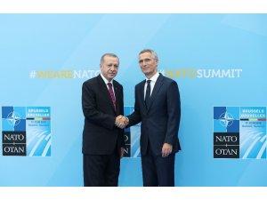 NATO Genel Sekreteri Stoltenberg liderleri karşıladı