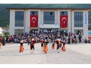 Dans ve halk oyunları ekipleri final yaptı