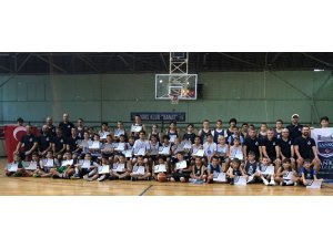 Sanko Okulları sporcuları Sırbistan'daki gelişim kampından döndü