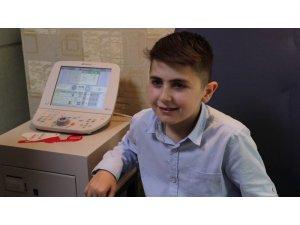 10 yaşındaki Emirhan geçirdiği ameliyatla artık kitap okuyabilecek