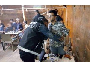 Denizli'de polisten 'torba evi' operasyonu