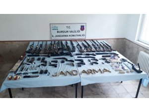 Burdur merkezli 3 ilde eş zamanlı 'yasadışı silah ticareti' operasyonu: 9 gözaltı
