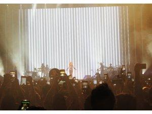 Shakira, İstanbulluları coşturdu