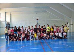 Adana'da Voleybol İl Spor Okulları'na 380 sporcu katılıyor