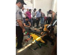 Şeker torbalarının altında kalan 3 işçi yaralandı