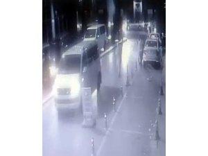 Lüks minibüsten taksi şoförüne silahlı saldırı kamerada