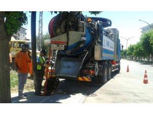 Kanalizasyon hatlarının temizliği devam ediyor