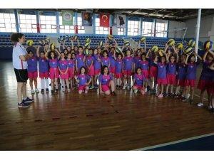 Odunpazarı Belediyesi voleybol yaz okuluna büyük ilgi