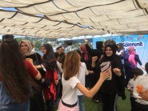 Çocuklarının sünnetini Boğaz'a karşı oynayarak kutladılar