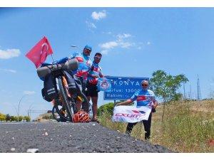 Sökeli bisikletçiler çocuklar için 900 kilometre pedal çevirdi
